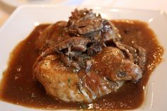 Navarín de perdiz #Recetas #Cocina #RecetasPasoAPaso #CocinaCasera #RecetasdeCocina #Avesycaza #Perdiz Pork, Cooking Recipes, Chicken, Meat, Partridge Recipe, Spain, Chocolate, Drinks, Oven Recipes