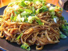 Przepis na Makaron sezamowo-imbirowy w stylu Szechuan - MniamMniam.com Dhal, Ethnic Recipes, Food, Essen, Meals, Yemek, Eten