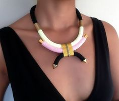 Collier Arabesque Rose/Fluo  collier par VChristinaCollection