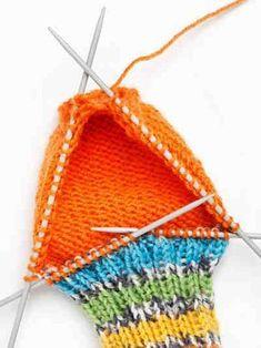 Silmukoiden poimiminen Crochet Bikini, Knit Crochet, Handicraft, Sewing Crafts, Winter Hats, Textiles, Colours, Knitting, Handmade