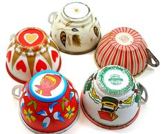 Tin Toy cups, Set of 5 vintage metal with litho, hearts & flowers. ~ Leisa loved placing with the metal tea sets… just as I did in the Vintage Tins, Vintage Metal, Vintage Teacups, Vintage Dishes, Crochet Toys Patterns, Stuffed Toys Patterns, Old Fashioned Toys, Childrens Tea Sets, Tin Toys