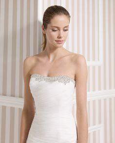 8S155 LILIANA   Wedding Dresses   2015 Collection   Luna Novias (close up)