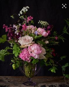This gorgeous arrangement reminds me of Autumn - Mmmm.....