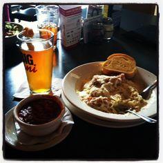 @ArnisRestaurant chicken parmesan with Alfredo sauce and marinara on the side! #pinning