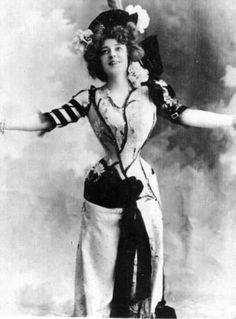 Major corset advocate! Anna Held - c. 1900s The First Ziegfeld Girl