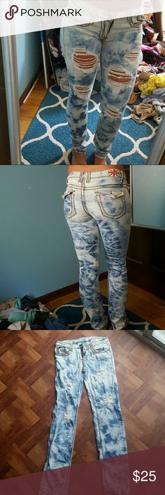 Re-poshing ripped bleached jeans I need to make room for new things! Lol so my loss is your gain. Please make me an offer or bundle as you please!🙂 Jeans Skinny