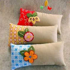 Simple, functional and hip. These lovely contemporary sewing notions are sure to add flare to your craft space!Pillow - Pincushion klds would love to embellish this while learning new techniques, stitches. Have a series of mini pillows show different Felt Crafts, Fabric Crafts, Sewing Crafts, Diy And Crafts, Sewing Projects, Sewing Box, Sewing Notions, Needle Book, Sewing Accessories