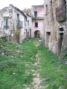 abandoned city - Romagnano al Monte in Italy - abandoned because of earthquake in 1980