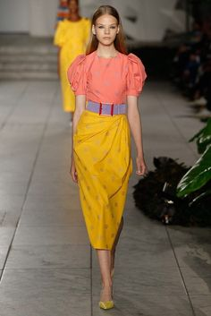 See all the Collection photos from Carolina Herrera Spring/Summer 2018 Ready-To-Wear now on British Vogue Fashion 2018, Runway Fashion, Spring Fashion, Fashion Show, Fashion Outfits, Fashion Design, Fashion Trends, Yellow Fashion, Mellow Yellow