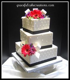 Black and White Wedding Cake Pretty Wedding Cakes, Square Wedding Cakes, Amazing Wedding Cakes, Wedding Cake Rustic, Black And White Wedding Cake, Cake Creations, Party Gifts, Holiday Parties, Decorative Boxes