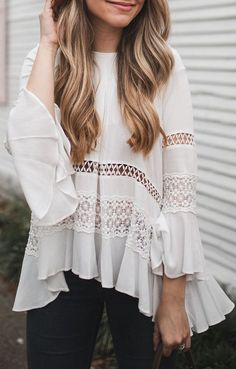 White tunic style bell sleeve blouse - My Yoga Slim Mode Outfits, Casual Outfits, Summer Outfits, Fashion Outfits, Mode Style, Style Me, Spring Summer Fashion, Autumn Fashion, Feminine Mode