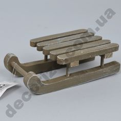 санки деревянные серые