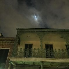 G H O S T  s  t  o  r  i  e  s Creepy moon on a perfect night for a ghost tour in New Orleans. #neworleans #ghosttour #nola #ghost #travel #latergram #iphoneonly #iphoneography #moon #clouds #night #frenchquarter #adventure #enroutenonstop #pacificandpark #ghoststories @zachmo99 @justjamesus @kellysue2124 #2016 #world #worldwide #worldcaptures #thinklesstravelmore #getoutthere #usa #unitedstates #louisiana #cajun #history #walkingtour #traveltheworld by enroutenonstop