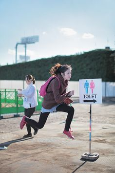 a fast floating runner going to the toilet.. i like this photo