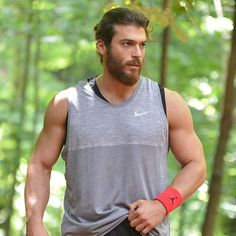 Can Yaman in Erkenci Kus Stylish Mens Haircuts, Stylish Mens Outfits, Beautiful Men Faces, Gorgeous Men, Turkish Men, Turkish Actors, How To Look Handsome, Men Handsome, Beard Lover