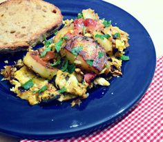 This is How I Cook: Egg Scramble with Potatoes, Bacon and Onion or Amana Hoppelpoppel