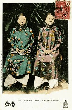 Annam - Hue - Les deux reines 1907 by manhhai, old Vietnam. Vietnamese Traditional Dress, Traditional Dresses, Hanoi, Hue Vietnam, Indochine, Vietnam History, My Heritage, Ao Dai, Vintage Postcards