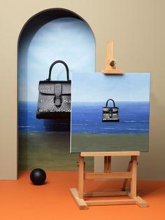 Collection Magritte d'Alexis Facca pour la marque de maroquinerie Delvaux Luxury Handbag Brands, San Francisco Museums, Rene Magritte, Illustrations, Museum Of Modern Art, Community Art, Visual Merchandising, Lighting Design, Display