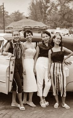 Black History Album .... The Way We Were — WHIP APPEAL | 1958 Four unidentified women... African American History, African American Fashion, Vintage Photography, Black Photography, Street Photography, Photography Ideas, Vintage Beauty, Vintage Black Glamour, African Americans