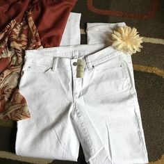 """Ann Taylor pants   NWT  Ann Taylor pants modern fit material is 98% cotton 2% spandex  inseam is 31""""  Ann Taylor Pants Ankle & Cropped"""