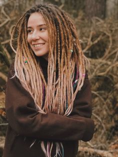 Dreadhead girl in forest Pink Dreads, White Girl Dreads, Dreadlocks Girl, Synthetic Dreadlocks, Girl With Dreads, Dreadlock Styles, Dreads Styles, Rasta Girl, Natural Dreads