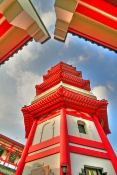 Sha Tin Temple, Hong Kong   http://www.travelandtransitions.com/destinations/destination-advice/asia/