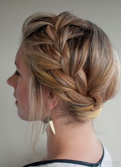 Hair Hair Romance - 30 braids 30 days - 28 - the French braided crown French Braid Hairstyles, Braided Hairstyles Tutorials, Up Hairstyles, Pretty Hairstyles, French Braids, Summer Hairstyles, Updos Hairstyle, Brunette Hairstyles, Everyday Hairstyles