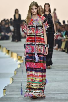 http://www.fashionsnap.com/collection/roberto-cavalli/2015ss/gallery/index5.php