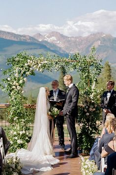 Organic Mountain Wedding Inspiration - classic and clean ceremony with mountain backdrop in Vail Colorado