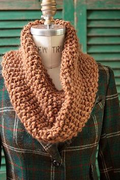SEED STITCH variation--one on the form. Ravelry: Last-Minute Cowls pattern by Churchmouse Yarns and Teas Loom Knitting, Knitting Patterns Free, Free Knitting, Cowl Patterns, Free Pattern, Finger Knitting, Knitting Tutorials, Knitting Projects, Knit Or Crochet
