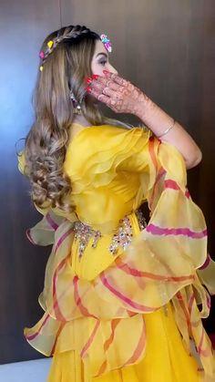 Party Wear Indian Dresses, Designer Party Wear Dresses, Indian Fashion Dresses, Indian Designer Outfits, Bridal Dresses, Fancy Dress Design, Stylish Dress Designs, Designs For Dresses, Indian Bridal Photos
