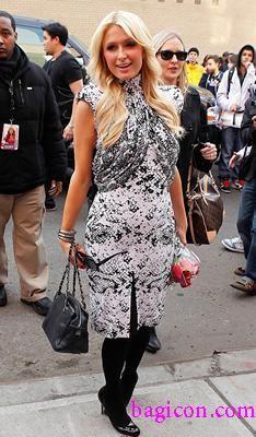 Paris Hilton & her Chanel Petite Timeless Tote #Chanel #MoshPosh #Paris