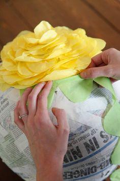 DIY Pinata- How To Make Cinco De Mayo Pinatas Diy Arts And Crafts, Crafts For Kids, Diy Crafts, Cinco De Mayo Specials, Homemade Pinata, Diy Paper, Paper Crafts, Mexican Party, Mexican Pinata