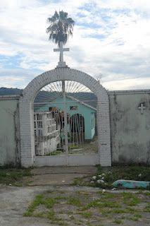 Puerta del cementerio en Villarrica Tolima