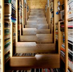 For Book Lovers, A Staircase That Doubles As A Bookcase - DesignTAXI.com