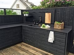 Perhaps we could paint our sleepers this colour? Therese Knutsen | TV GARDEN DESIGN AT TV2