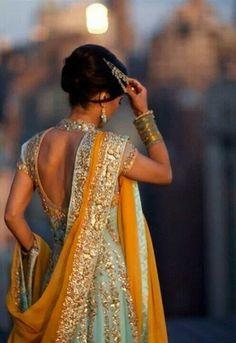 Great pastels Pakistani Girl, Pakistani Bridal, Indian Bridal, Pakistani Mehndi, Mode Bollywood, Bollywood Fashion, Indian Attire, Indian Wear, Indian Style