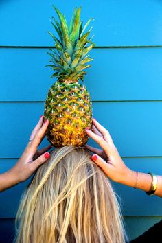 Photo shoot with a pineapple=summer goals