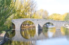 Puente en otoño