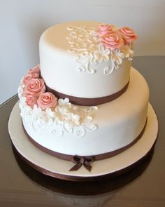 New cake decoration simple small weddings ideas Pretty Cakes, Cute Cakes, Beautiful Cakes, Amazing Cakes, Elegant Wedding Cakes, Wedding Cake Designs, Wedding Anniversary Cakes, Engagement Cakes, Wedding Cakes With Cupcakes