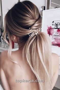 Wedding hair trends 2020 The best wedding hairstyles of 2020 TANIA MARAS custom w Best Wedding Hairstyles, Twist Hairstyles, Bride Hairstyles, Pretty Hairstyles, Straight Hairstyles, Hairstyle Ideas, Low Ponytail Hairstyles, Beach Hairstyles, Men's Hairstyle