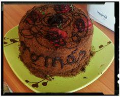 Torta de panqueques de chocolate con frutills
