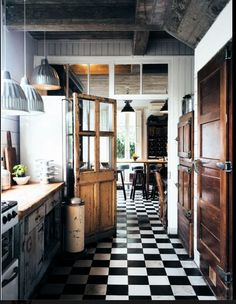 My mom had b and w tiles in her kitchen. Such a classic look.