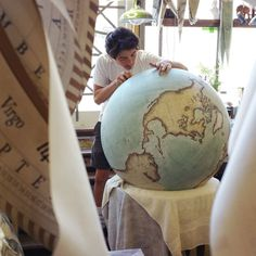 Around 300 bespoke globes are made every year at the studio of Bellerby & Co. Globemakers in Stoke Newington, North London - with each one selling at up to a time. Globe Art, Map Globe, World Globes, We Are The World, Bored Panda, Ancient Art, Map Art, Picture Show, Beautiful World