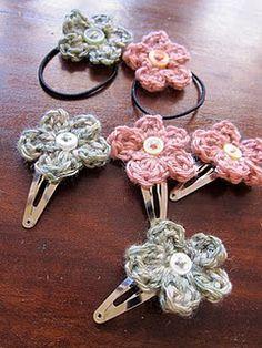 Free crochet flower hair clips and hair elastic pattern.