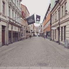 Gothenborg was founded by vikings as the world's first outlet village. #sweden #schweden #gothenborg #göteborg #outlet #outletcity #shopping #cobblestone #cobblestonestreet #flags #brands #fashion #travel #instatravel #cruise #instacruise