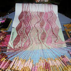 Sjaal - Web Pics and Patterns - Blanca Torres - Picasa Webalbums Web Pics, Bobbin Lacemaking, Bobbin Lace Patterns, Needle Lace, Lace Making, Diy And Crafts, Weaving, Fancy, Crochet