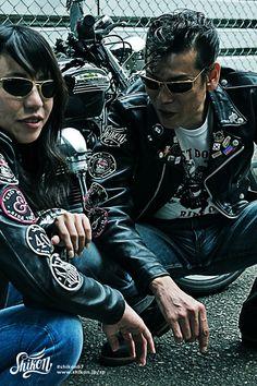 "Rock'n'Roll T-shirt designed with Shikon's girls character ""Kiku"". #rock #ロック #tshirt #Tシャツ#rck'nroll #ロックンロール #teeshirt #shikon67#rockandroll #ロカビリー #tees #rockabilly #バイク #motorcycle #オートバイ #bike #カフェレーサー #caferacer #ビンテージ #vintage #rockabella Rockabilly Boys, Out Of Shape, Patch Design, Girls Characters, Contrast, Shirt Designs, Pin Badges, Live, Sleeves"