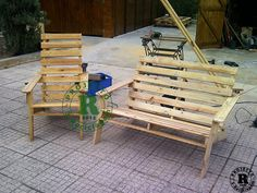Pallet recycled into chairs and bench - not sure if plans available - not in English? will try to track down later - VERY cool idea though!  ********************************************   Recyclart - #pallet #upcycle #repurpose #bench #chairs #furniture #DIY - tå√