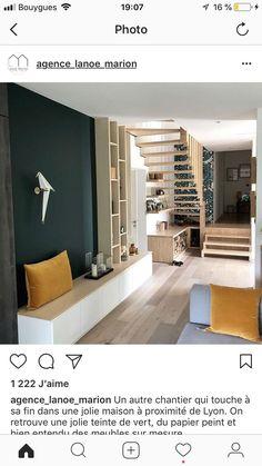 Dessous escalier bois et laine tapisserie Closet Design, Simple Living Room Decor, Home Room Design, Apartment Interior Design, House Interior, Apartment Decor, Ceiling Design Bedroom, Home Deco, Apartment Interior